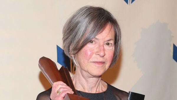 Nhà thơ Mỹ Louise Glück - Sputnik Việt Nam