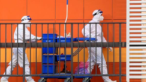 Nhân viên y tế trên lãnh thổ của Bệnh viện Bệnh Truyền nhiễm Lâm sàng của Đảng Cộng hòa ở Kazan - Sputnik Việt Nam