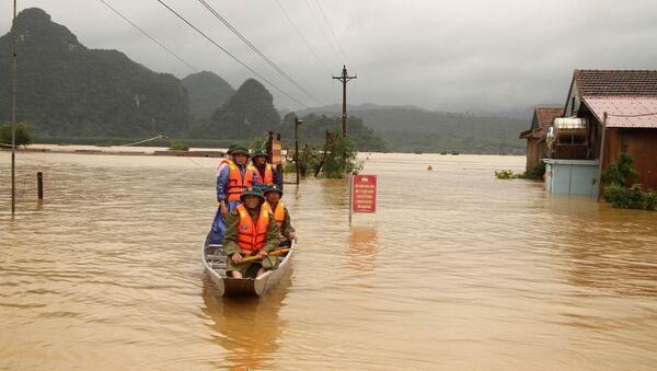 Lực lượng dân quân huyện Minh Hóa, tỉnh Quảng Bình được huy động sẵn sàng giúp đỡ người dân khi có sự cố - Sputnik Việt Nam