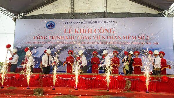 Các đại biểu thực hiện nghi thức khởi công xây dựng Khu Công viên phần mềm số 2 - Sputnik Việt Nam