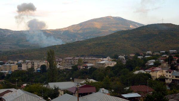 Khói lửa do pháo kích vào Stepanakert - Sputnik Việt Nam