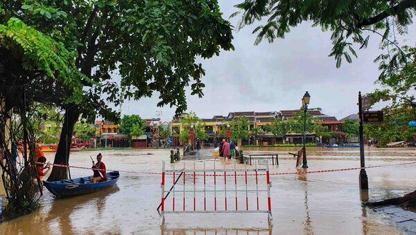 Cầu An Hội, phường Minh An, thành phố Hội An bị ngập lũ - Sputnik Việt Nam