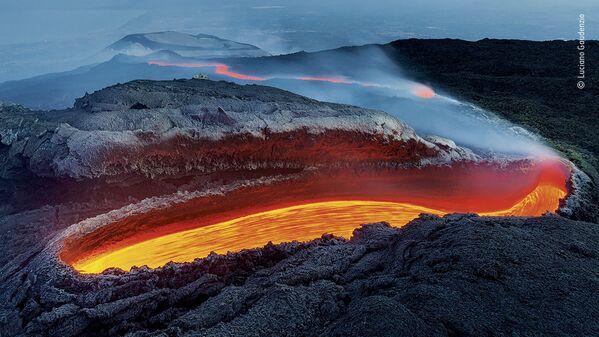 Bức ảnh Sông lửa Etna của nhiếp ảnh gia  Ý Luciano Gaudenzio, người chiến thắng trong hạng mục Môi trường Trái đất, cuộc thi Wildlife Photographer of the Year 56 - Sputnik Việt Nam