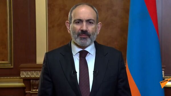 Thủ tướng Armenia Nikol Pashinyan phát biểu trước nhân dân Armenia (14/10/2020). Yerevan - Sputnik Việt Nam