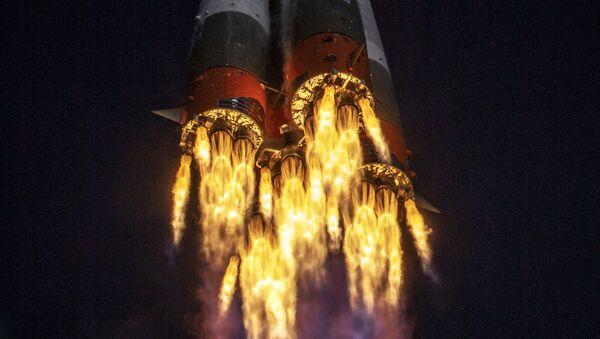 Cuộc phóng tên lửa đẩy «Soyuz-2-1a» với tàu vũ trụ «Soyuz MS-17» từ sân bay vũ trụ Baikonur - Sputnik Việt Nam