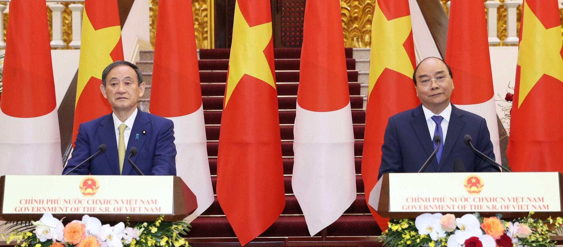 Thủ tướng Nguyễn Xuân Phúc và Thủ tướng Nhật Bản Suga Yoshihide gặp gỡ báo chí - Sputnik Việt Nam, 1920, 19.10.2020