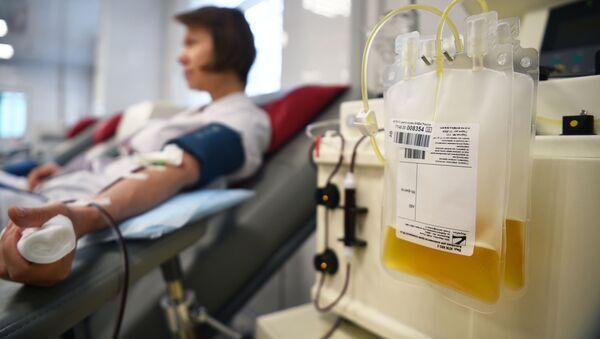 Túi huyết tương trong khoa điều trị của Trung tâm Máu của Cơ quan Y tế và Sinh học Liên bang ở Moskva - Sputnik Việt Nam