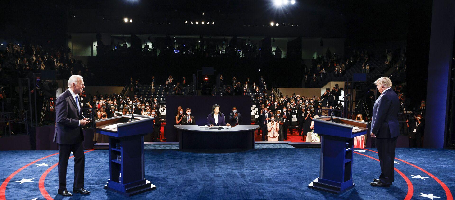 Ứng cử viên tổng thống Mỹ Joe Biden và Tổng thống Mỹ Donald Trump trong cuộc tranh luận cuối cùng. - Sputnik Việt Nam, 1920, 10.09.2021