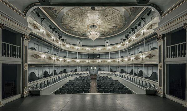 «Từ sân khấu» của Jesús M.Chamizo, Nhiếp ảnh gia chuyên nghiệp của năm trong lĩnh vực kiến trúc tại International Photography Awards 2020 - Sputnik Việt Nam
