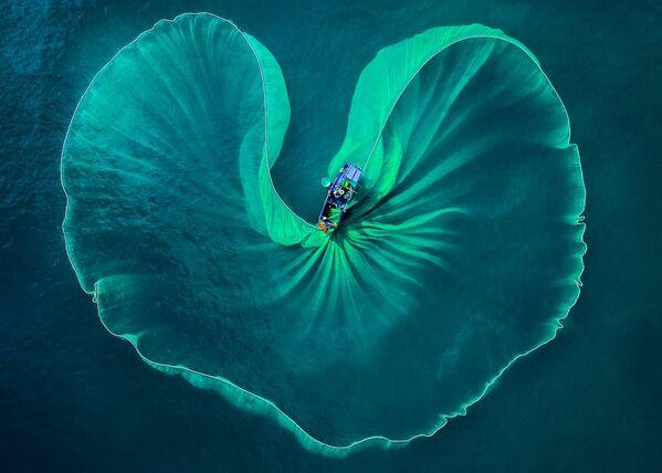 Ảnh Thuyền đánh cá của nhiếp ảnh gia Việt Nam Phước Hoài Nguyễn, đoạt giải nhì chuyên nghiệp  ở hạng mục Du lịch /  Niềm đam mê du lịch tại International Photography Awards 2020 - Sputnik Việt Nam