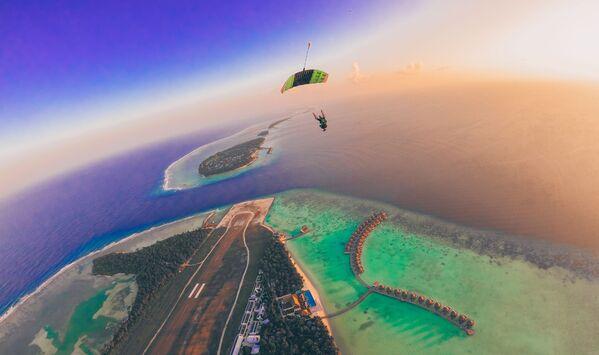 «Maldives: qua con mắt của nhiếp ảnh gia nhảy dù», tác giả: nhiếp ảnh gia Tây Ban Nha Augusto Bartelle, người đã giành được Giải thưởng International Photography Awards 2020 với tư cách là Nhiếp ảnh gia thể thao không chuyên của năm - Sputnik Việt Nam