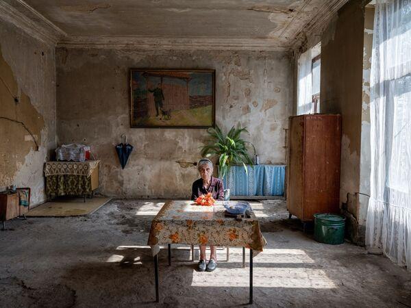Tác phẩm Blackout của nhiếp ảnh gia Hà Lan Hossein Fardinfard, người chiến thắng hạng mục Người / Chân dungtrong số nhiếp ảnh gia nghiệp dư tại International Photography Awards 2020 - Sputnik Việt Nam