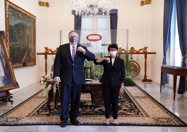 Ngoại trưởng Indonesia Retno Marsudi chào mừng Ngoại trưởng Mỹ Mike Pompeo đến Jakarta