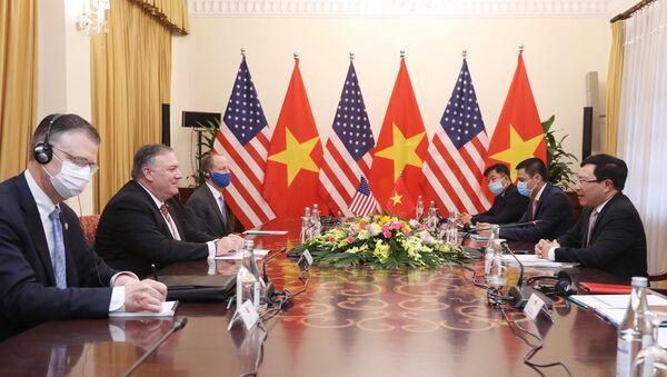 Phó Thủ tướng, Bộ trưởng Bộ Ngoại giao Phạm Bình Minh hội đàm với Ngoại trưởng Hoa Kỳ Mike Pompeo. - Sputnik Việt Nam