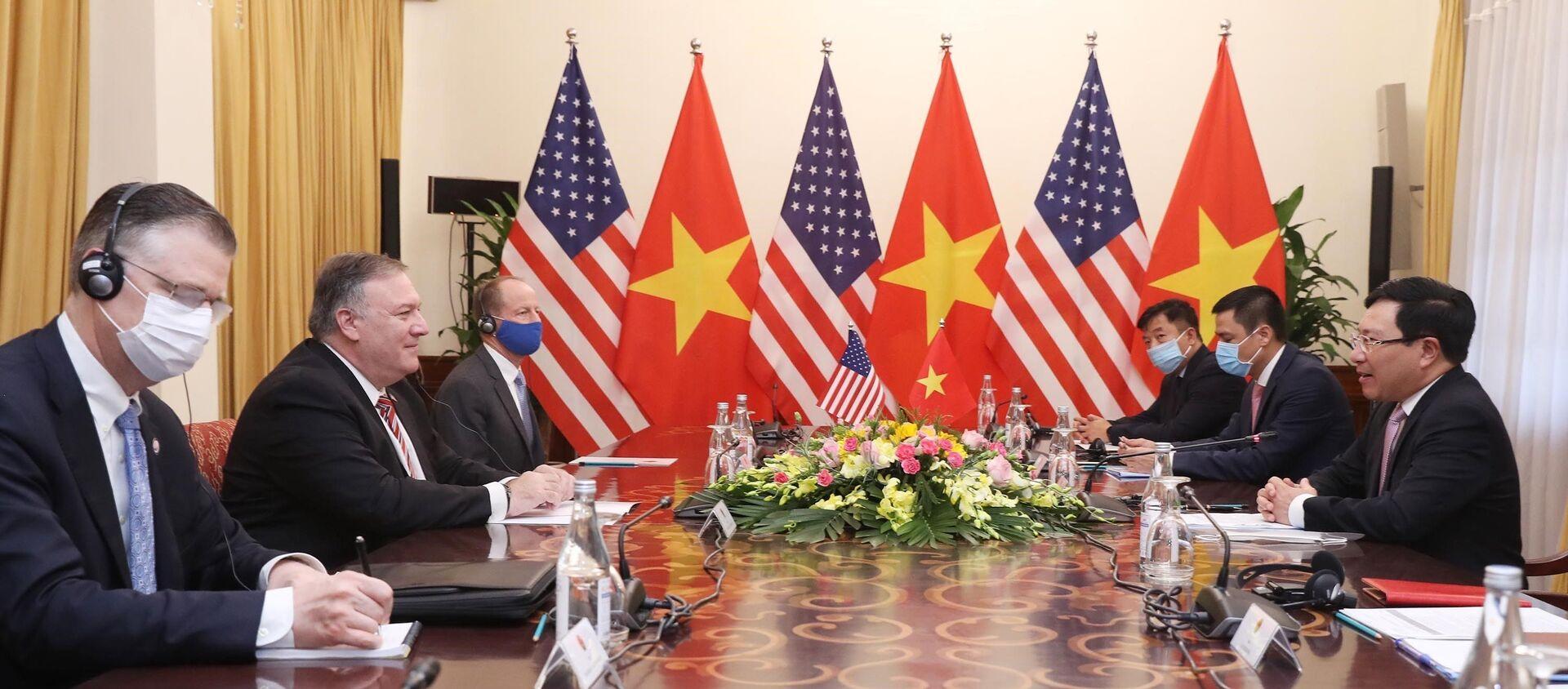Phó Thủ tướng, Bộ trưởng Bộ Ngoại giao Phạm Bình Minh hội đàm với Ngoại trưởng Hoa Kỳ Mike Pompeo. - Sputnik Việt Nam, 1920, 31.10.2020