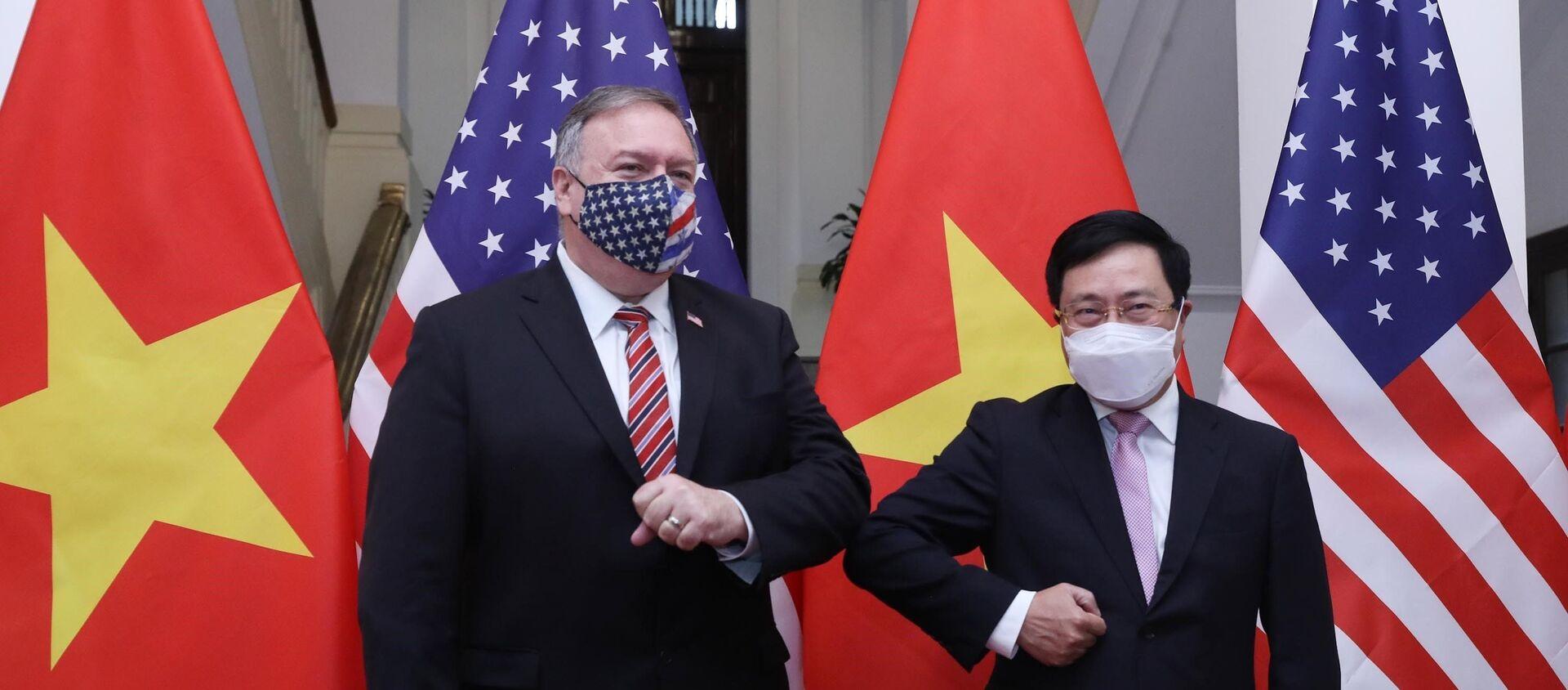Phó Thủ tướng, Bộ trưởng Bộ Ngoại giao Phạm Bình Minh với Ngoại trưởng Hoa Kỳ Mike Pompeo. - Sputnik Việt Nam, 1920, 30.10.2020