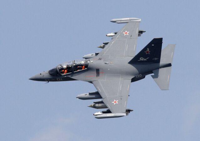 Máy bay huấn luyện và chiến đấu Yak-130.