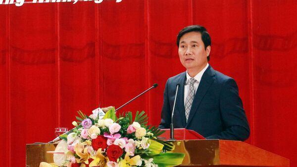 Ông Nguyễn Tường Văn, Chủ tịch UBND tỉnh Quảng Ninh nhiệm kỳ 2016 - 2021 phát biểu nhận nhiệm vụ - Sputnik Việt Nam
