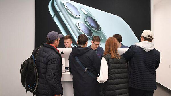 Bán điện thoại thông minh trong cửa hàng Apple - Sputnik Việt Nam