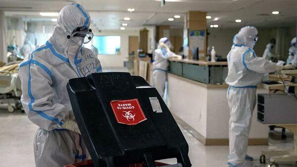 Các bác sĩ mặc đồ bảo hộ tại một bệnh viện ở New Delhi, Ấn Độ - Sputnik Việt Nam