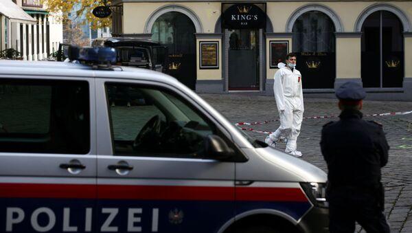Các nhà điều tra tại hiện trường vụ xả súng tại nhà thờ Do Thái ở Vienna - Sputnik Việt Nam