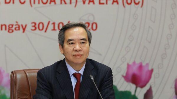 Trưởng Ban Kinh tế Trung ương Nguyễn Văn Bình chủ trì buổi hội đàm trực tuyến tại điểm cầu Hà Nội ( Việt Nam). - Sputnik Việt Nam