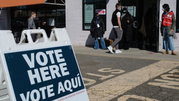 Lối vào một trong những điểm bỏ phiếu ở Washington. - Sputnik Việt Nam