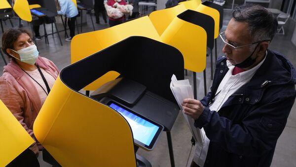Điểm bỏ phiếu ở Los Angeles. - Sputnik Việt Nam