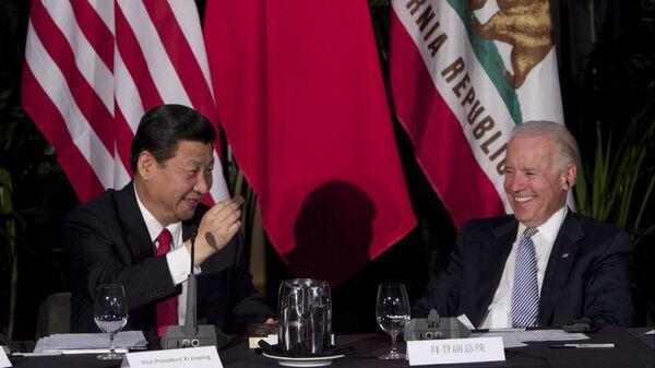 Cuộc gặp giữa Chủ tịch Trung Quốc Tập Cận Bình và Phó tổng thống Hoa Kỳ Joe Biden - Sputnik Việt Nam