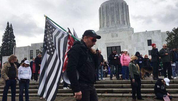 Mít tinh ủng hộ Tổng thống Mỹ đương nhiệm Donald Trump ở Salem, thủ phủ bang Oregon - Sputnik Việt Nam
