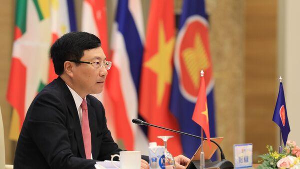 Phó Thủ tướng, Bộ trưởng Bộ Ngoại giao Phạm Bình Minh chủ trì Hội nghị Bộ trưởng Ngoại giao ASEAN theo hình thức trực tuyến. - Sputnik Việt Nam