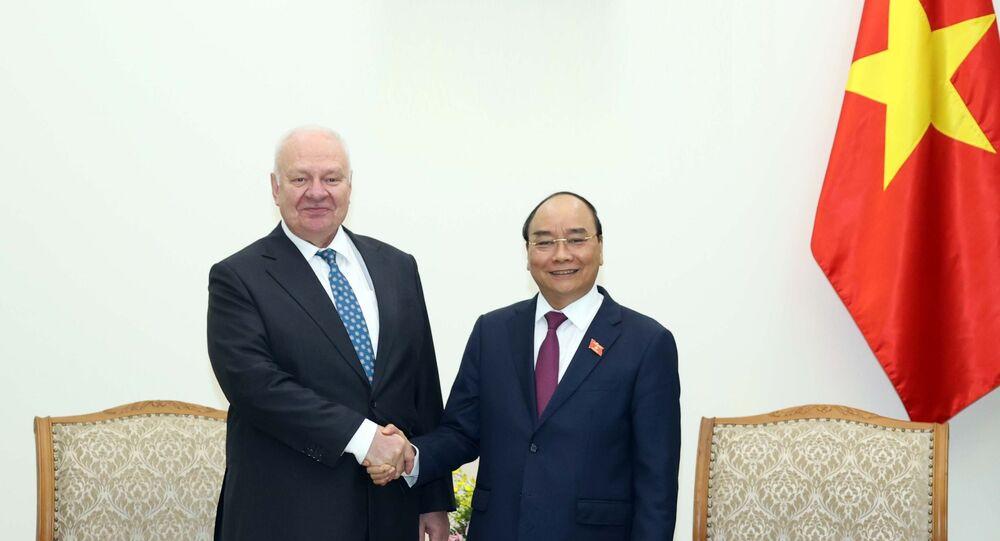 Thủ tướng Nguyễn Xuân Phúc tiếp Đại sứ Liên bang Nga tại Việt Nam Konstantin Vnukov