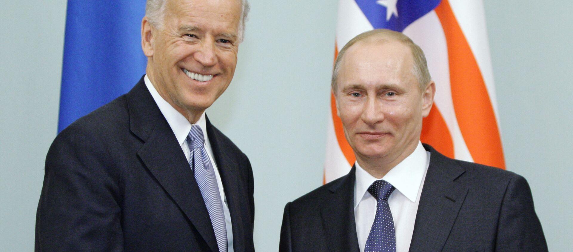 Cuộc gặp giữa thủ tướng Nga Vladimir Putin và phó tổng thống Hoa Kỳ Joe Biden, năm 2011  - Sputnik Việt Nam, 1920, 19.03.2021