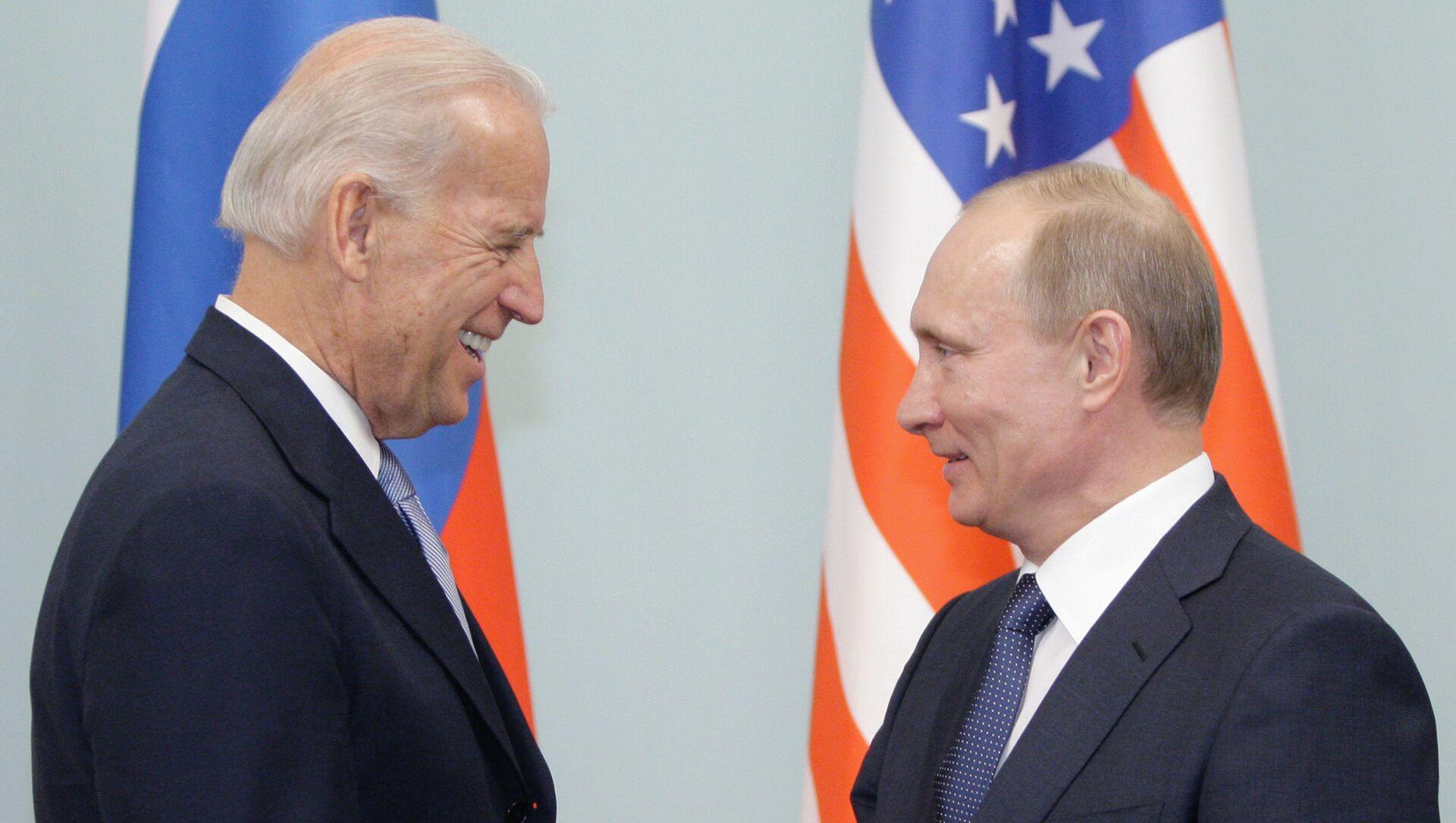 Cuộc gặp giữa thủ tướng Nga Vladimir Putin và phó tổng thống Hoa Kỳ Joe Biden, năm 2011 - Sputnik Việt Nam, 1920, 14.04.2021