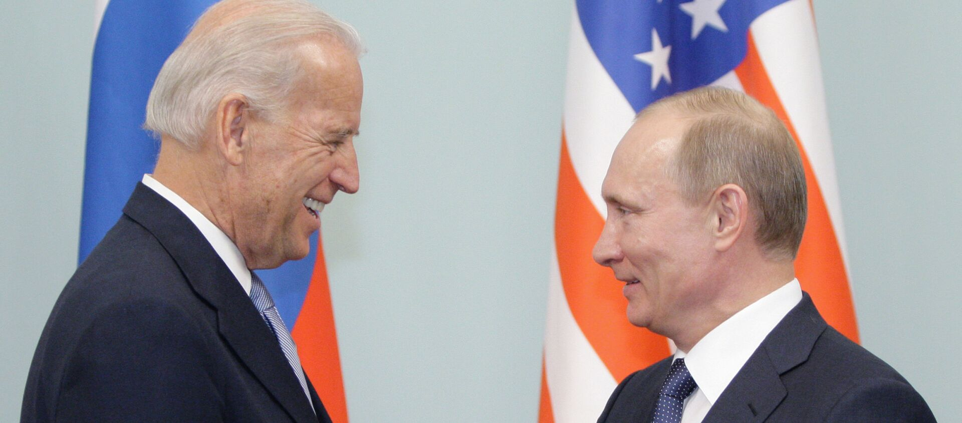 Cuộc gặp giữa thủ tướng Nga Vladimir Putin và phó tổng thống Hoa Kỳ Joe Biden, năm 2011 - Sputnik Việt Nam, 1920, 02.06.2021