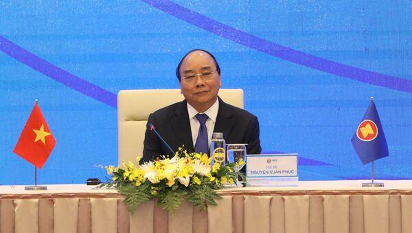 Thủ tướng Nguyễn Xuân Phúc, Chủ tịch ASEAN 2020 chủ trì buổi họp báo - Sputnik Việt Nam