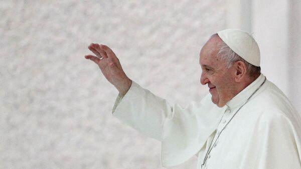 Giáo hoàng Francis sau buổi tiếp kiến hàng tuần tại Vatican - Sputnik Việt Nam