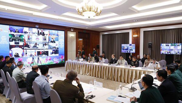 Hội nghị trực tuyến Quan chức Quốc phòng cấp cao ASEAN mở rộng tại điểm cầu Hà Nội. - Sputnik Việt Nam