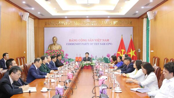 Quang cảnh hội đàm trực tuyến tại điẻm cầu Hà Nội. - Sputnik Việt Nam