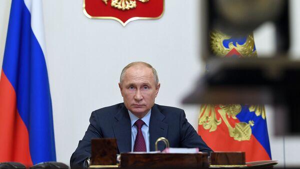 Ngày 18 tháng 11 năm 2020. Tổng thống Nga Vladimir Putin tổ chức một cuộc họp với các thành viên của chính phủ Nga qua cầu truyền hình. - Sputnik Việt Nam