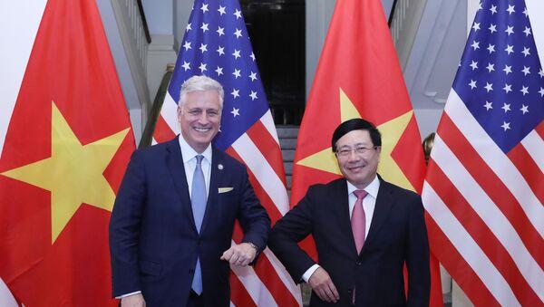 Phó Thủ tướng, Bộ trưởng Bộ Ngoại giao Phạm Bình Minh với Cố vấn An ninh Quốc gia Hoa Kỳ Robert O'Brien. - Sputnik Việt Nam