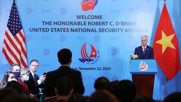 Cố vấn An ninh Quốc gia Hoa Kỳ Robert O'Brien lắng nghe những câu hỏi của sinh viên Học viên Ngoại giao.  - Sputnik Việt Nam