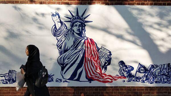 Graffiti trước Đại sứ quán Mỹ ở Tehran - Sputnik Việt Nam