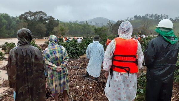 Nước dâng cao khiến cho công tác cứu hộ gặp khó khăn - Sputnik Việt Nam