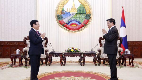 Thủ tướng Lào Thongloun Sisoulith tiếp Phó Thủ tướng, Bộ trưởng Ngoại giao Phạm Bình Minh. - Sputnik Việt Nam