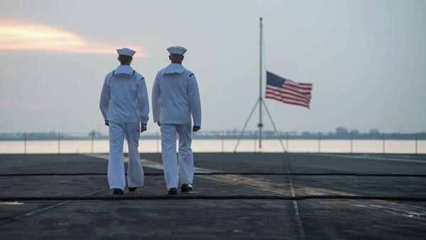 Binh sĩ Mỹ trên boong tàu sân bay John C. Stennis. - Sputnik Việt Nam