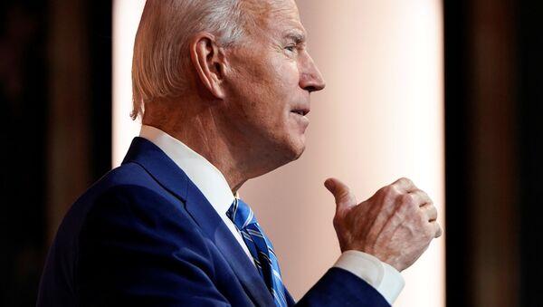 Tổng thống đắc cử Hoa Kỳ Joe Biden có bài phát biểu trước Lễ Tạ ơn tại trụ sở chuyển tiếp của ông ở Wilmington, Delaware, Hoa Kỳ, ngày 25 tháng 11 năm 2020 - Sputnik Việt Nam
