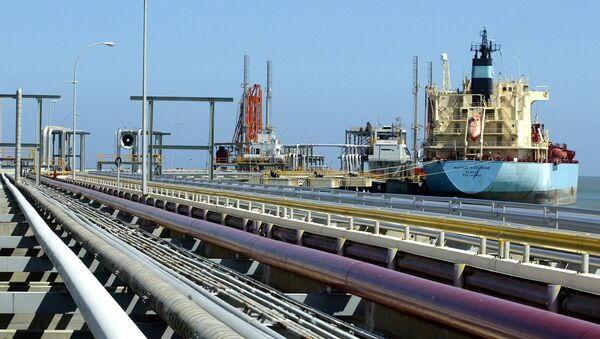 Một tàu chở dầu tại một nhà ga hàng hóa ở Venezuela. - Sputnik Việt Nam