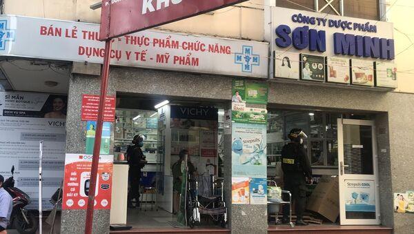 Lực lượng Công an tỉnh Đồng Nai khám xét nhà thuốc Mẫn Sơn Minh trên địa bàn thành phố Biên Hòa, Đồng Nai.  - Sputnik Việt Nam
