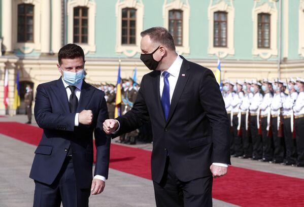 Tổng thống Ukraina Volodymyr Zelenskiy và Tổng thống Ba Lan Andrzej Duda trong cuộc gặp ở Kiev, Ukraina - Sputnik Việt Nam